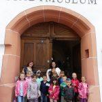 Die Vorschulkinder besuchen das Stadtmuseum.