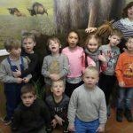 Vorschulkinder besuchen die Mammut-Ausstellung im Stadtmuseum